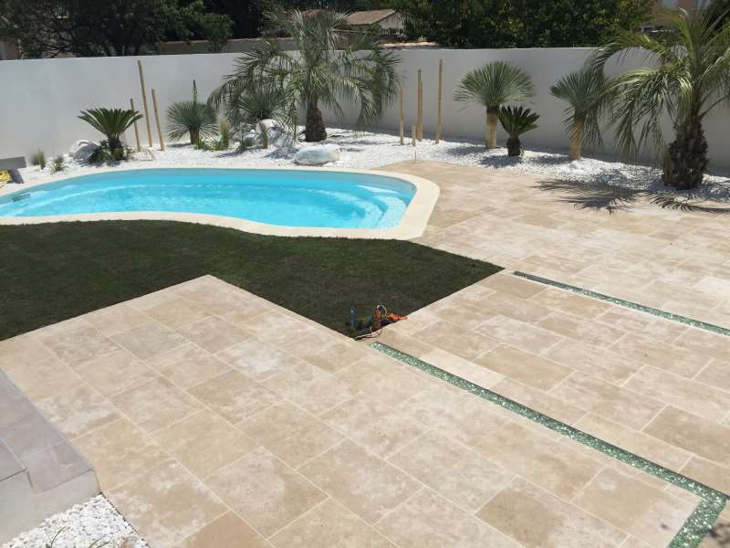 Carrelage dallage margelle mat riaux pour l 39 amenagement jardin montpelli - Margelle piscine carrelage ...