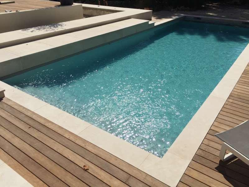 margelle piscine pour le rev tement du rebord de votre. Black Bedroom Furniture Sets. Home Design Ideas