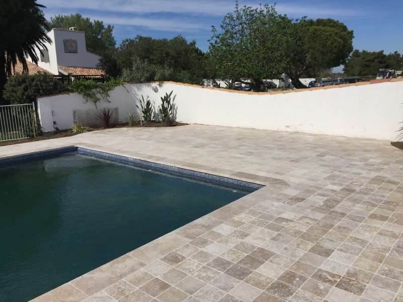 Pav pierre montpellier naturelle pav b ton et pav terre cuite pour votre - Margelle piscine ardoise ...