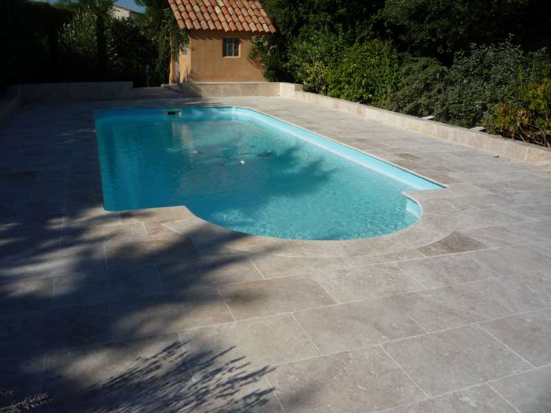 Dalle piscine travertin