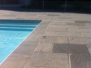 Margelle de piscine et dallage en pierre d'orient Natural Grey
