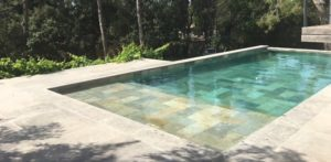 Piscine pierre de Bali
