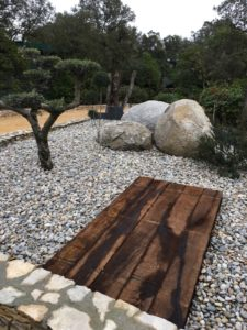 Sphère en granit - décoration de jardin