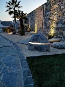 Roche son & lumière boule de granit - décoration de jardin
