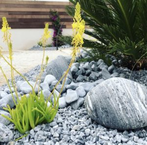 Décoration de jardin - aménagement galets / granulats