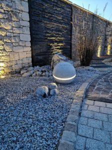 Sphère en marbre - décoration de jardin