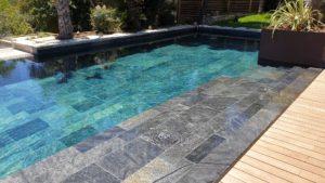 Intérieur de piscine quartait vert de mer