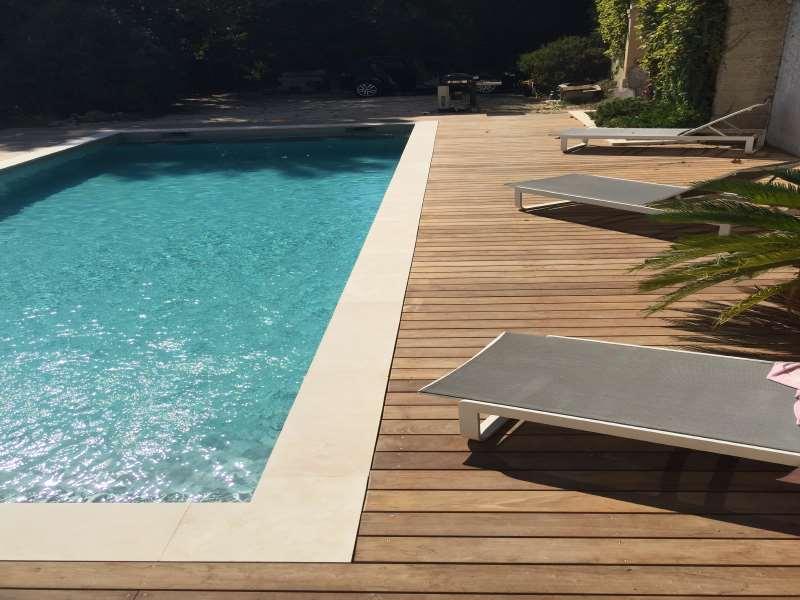 margelle piscine pour le rev tement du rebord de votre piscine. Black Bedroom Furniture Sets. Home Design Ideas